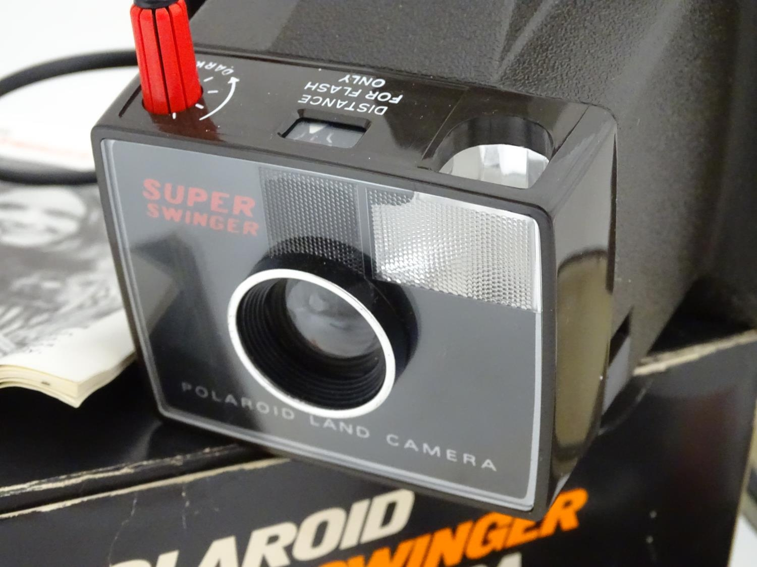 A boxed Polaroid camera, together with a Kodak Brownie and assorted photographic equipment Please - Image 4 of 5