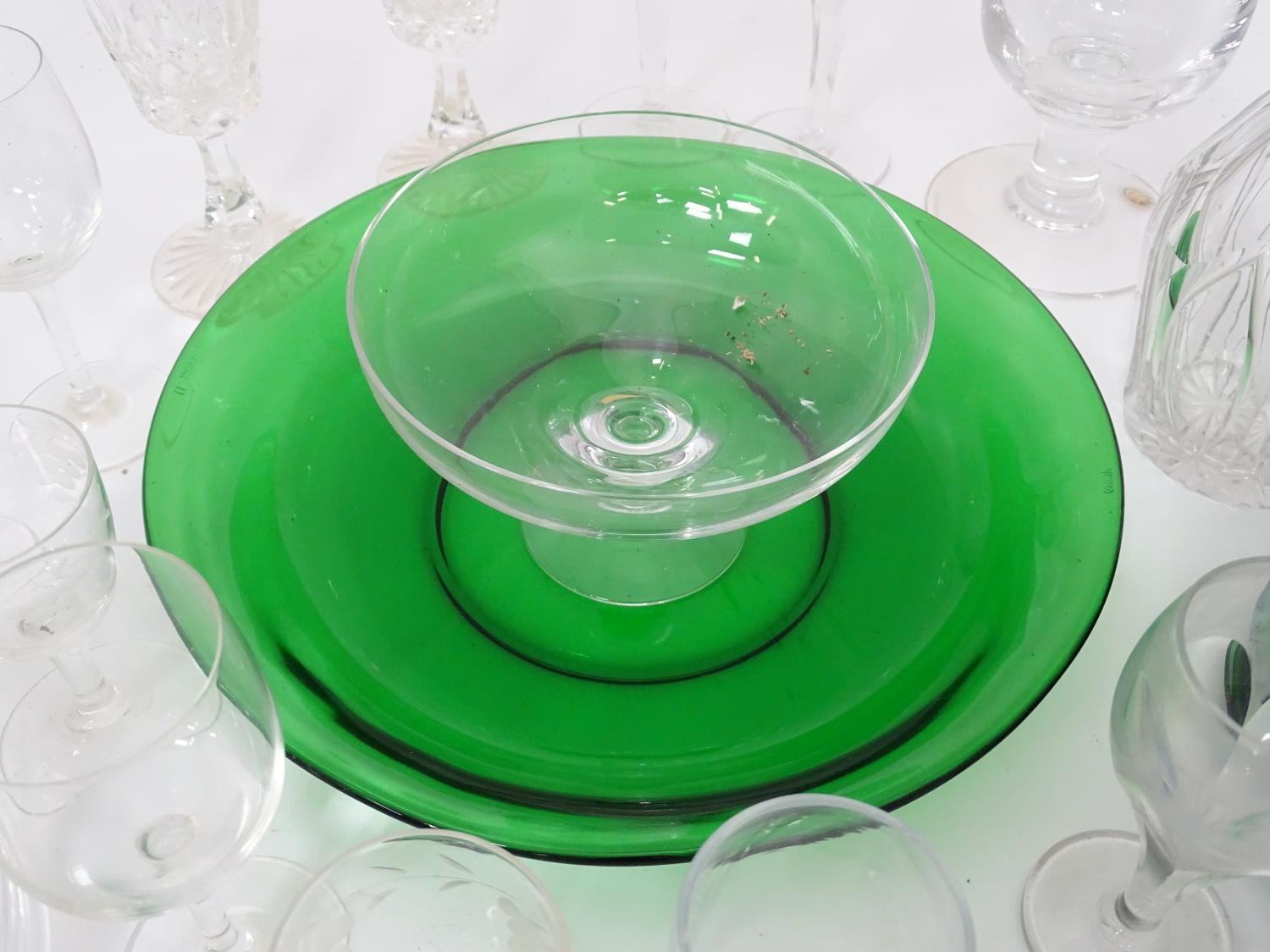 A quantity of assorted glassware to include decanters, drinking glasses, bowls etc Please Note - - Image 4 of 8
