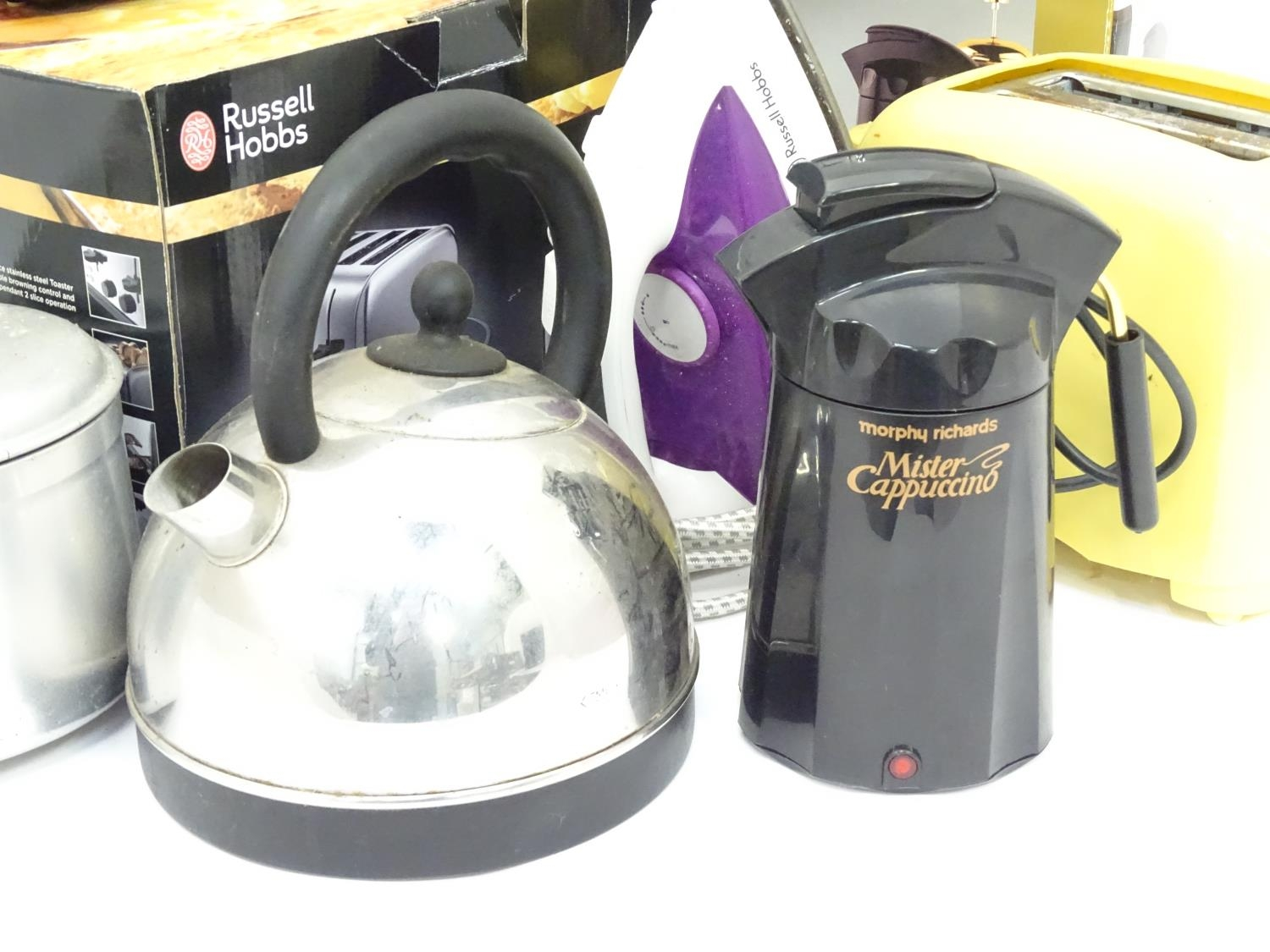 Assorted kitchenalia items to include a cappuccino machines, toasters, kettles etc. Please Note - we - Image 3 of 5