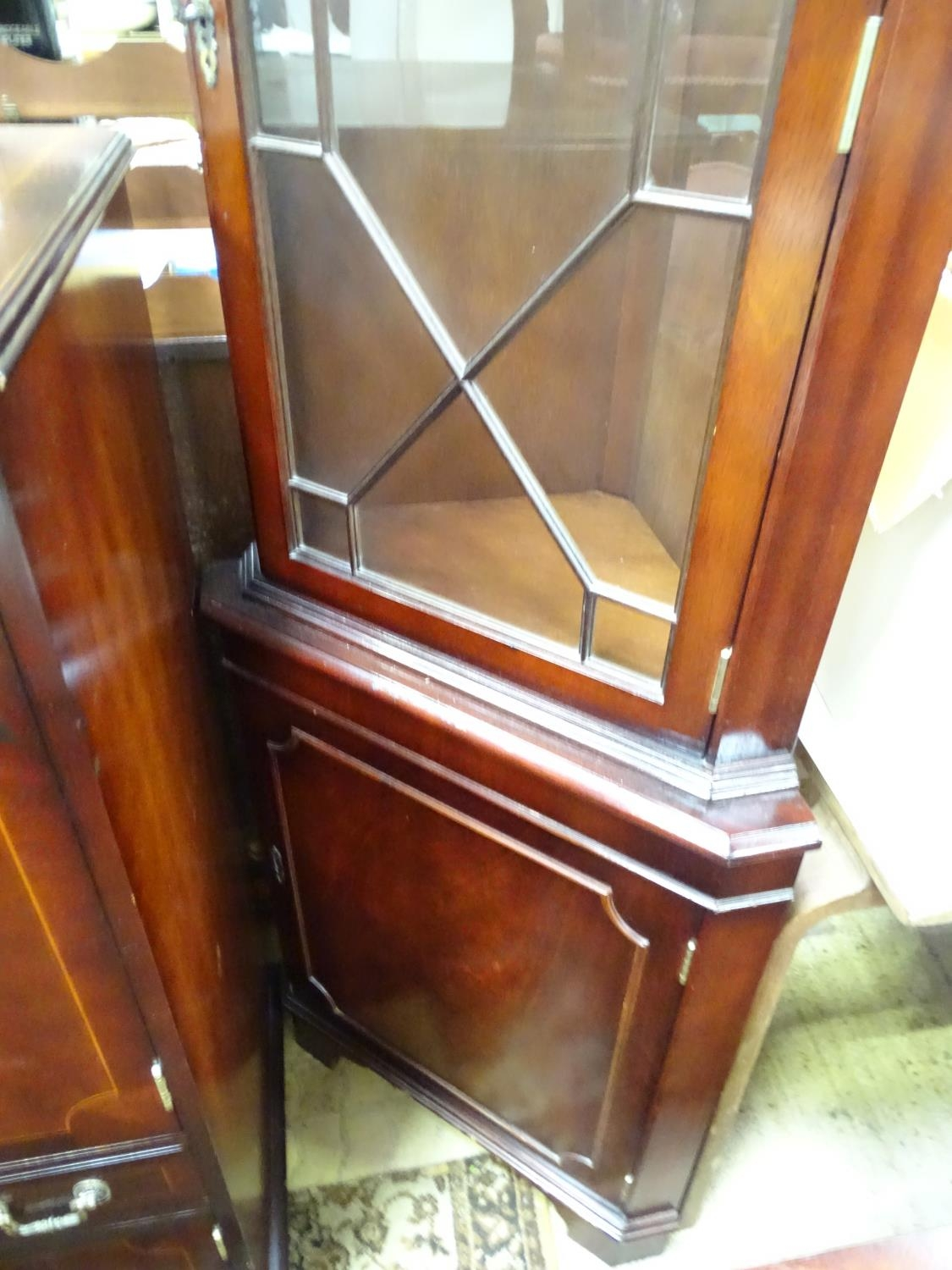 A late 20thC mahogany dining suite comprising table, 6 chairs, sideboard, drinks cabinet and - Image 4 of 8