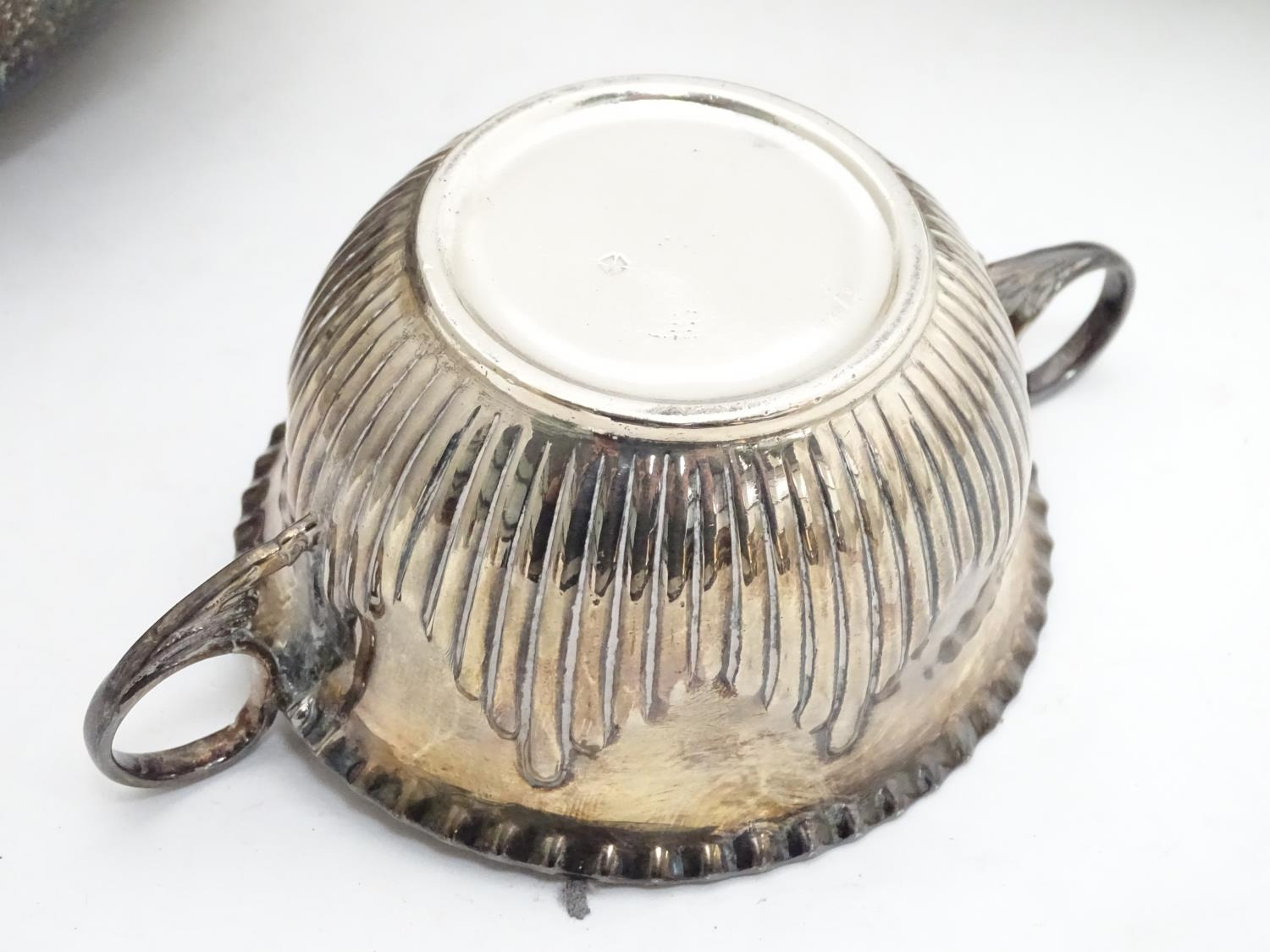 A quantity of silver plated items to include a biscuit barrel, toast rack, sauce boat, tongs, etc. - Image 10 of 30
