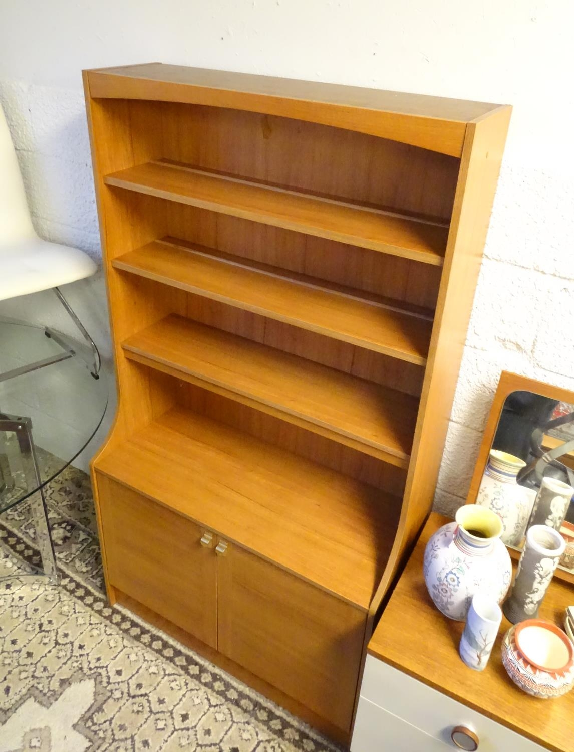 Vintage Retro, Mid Century: a Schreiber dresser bookcase, in teak finish with three shelves and - Image 4 of 7