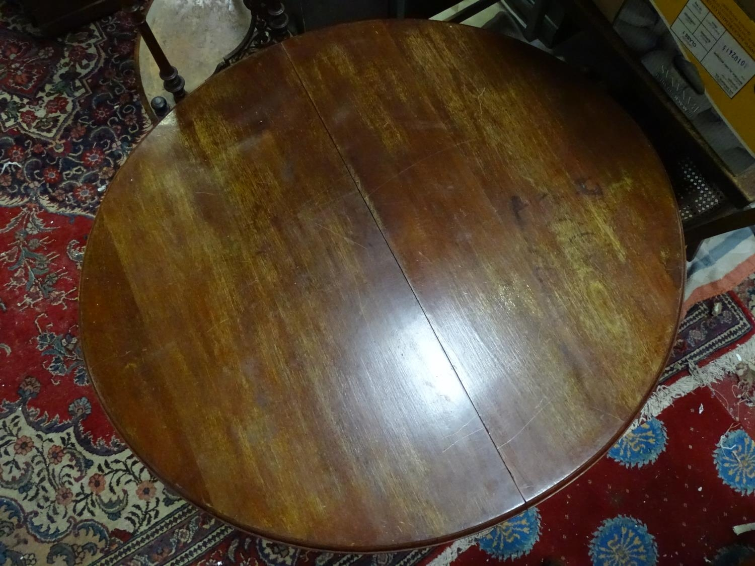 A mahogany oval dining table with cabriole legs and pad feet. Please Note - we do not make reference - Image 4 of 5