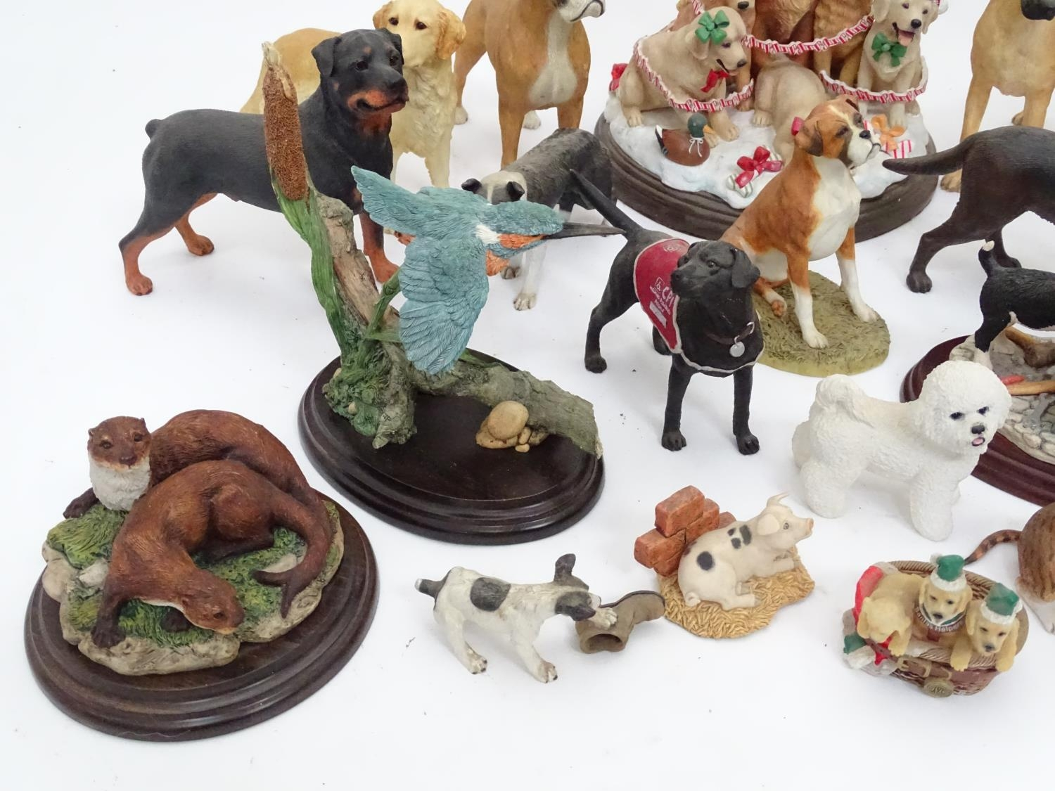 A quantity of dog figurines Please Note - we do not make reference to the condition of lots within - Image 3 of 10