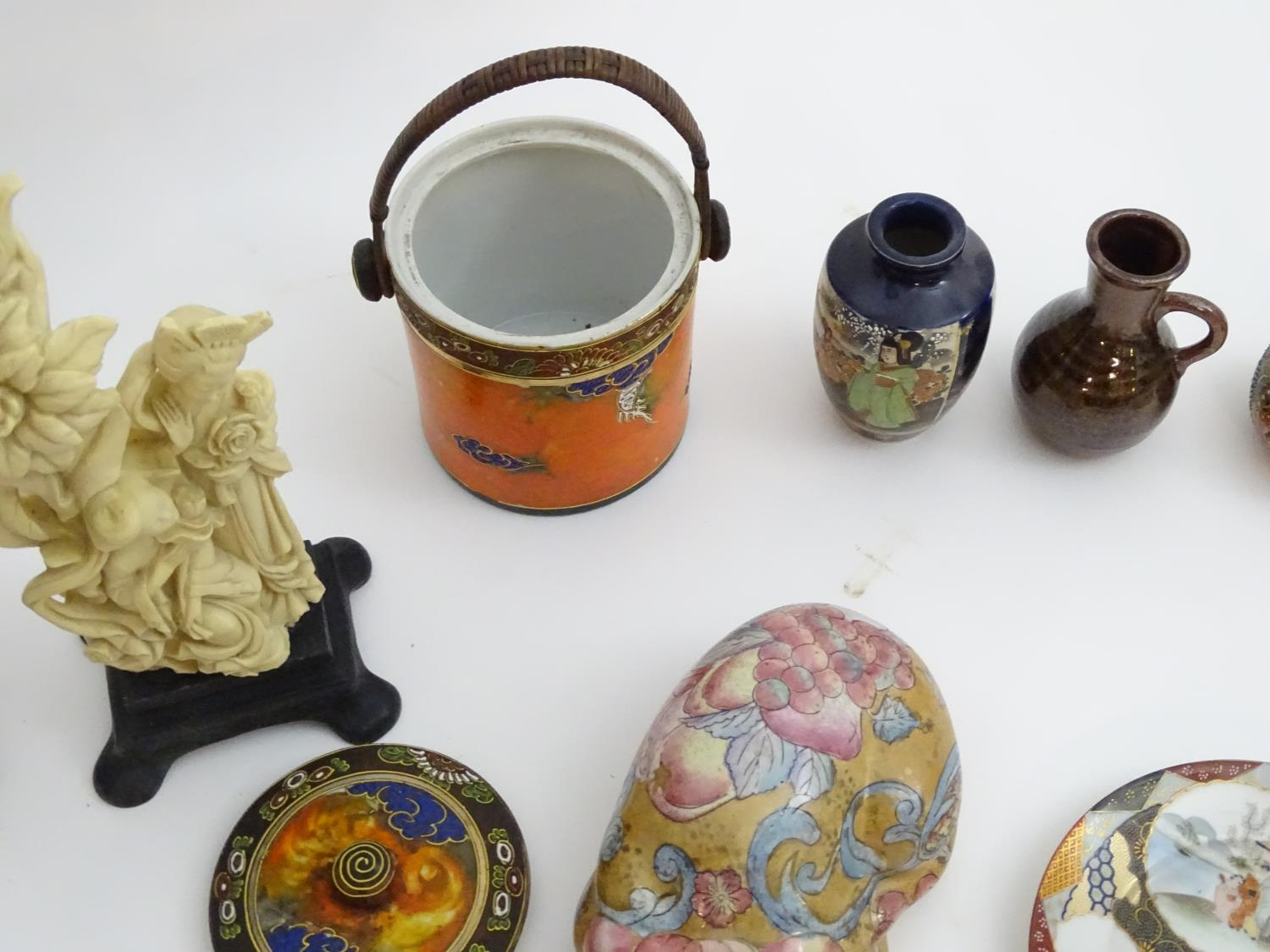 A quantity of Oriental ceramics Please Note - we do not make reference to the condition of lots - Image 2 of 9