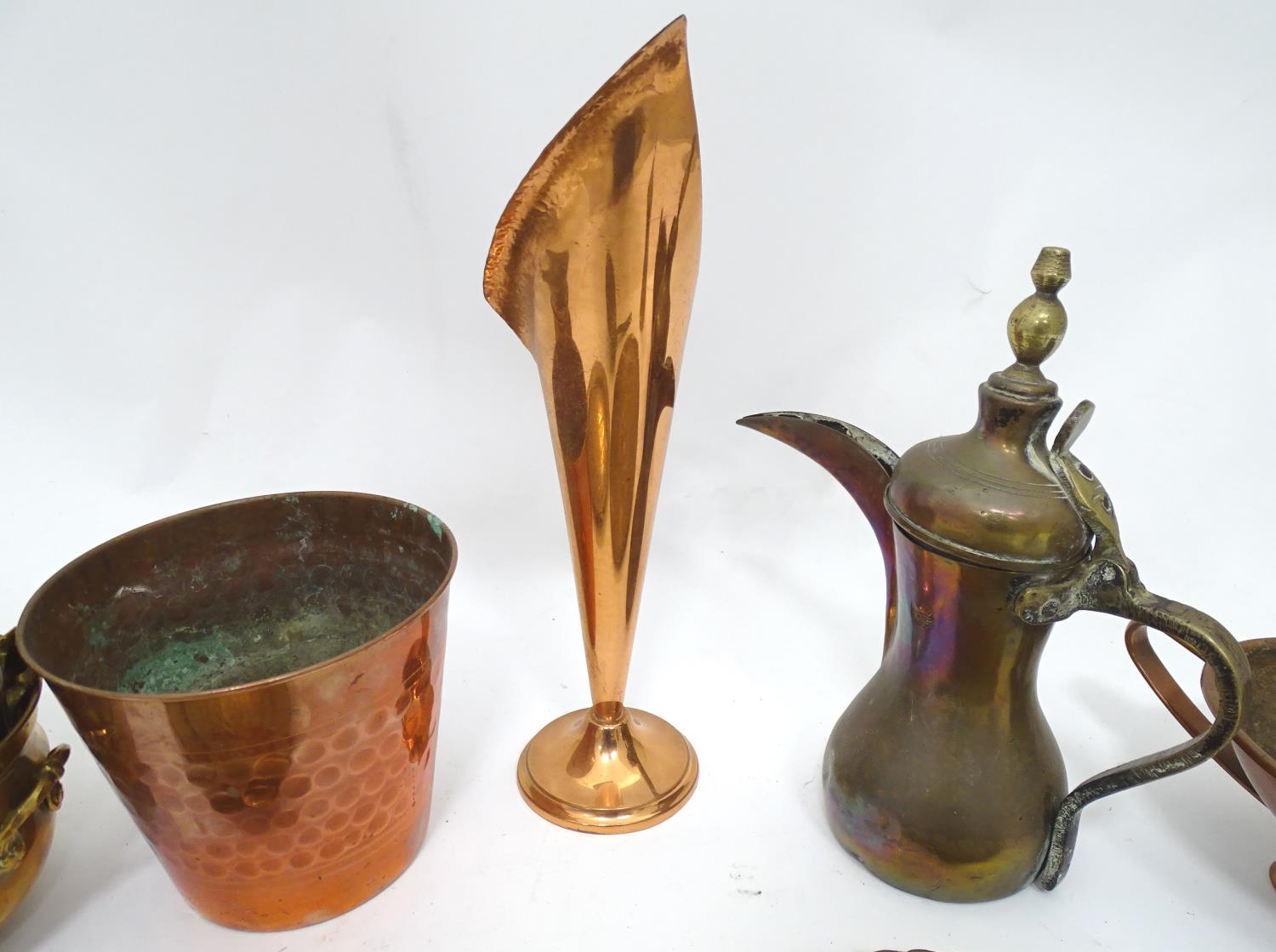 A quantity of brass and copper items Please Note - we do not make reference to the condition of lots - Image 4 of 5