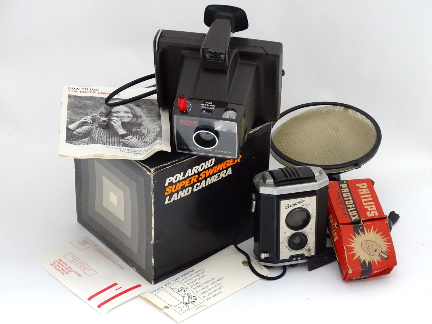 A boxed Polaroid camera, together with a Kodak Brownie and assorted photographic equipment Please - Image 3 of 5