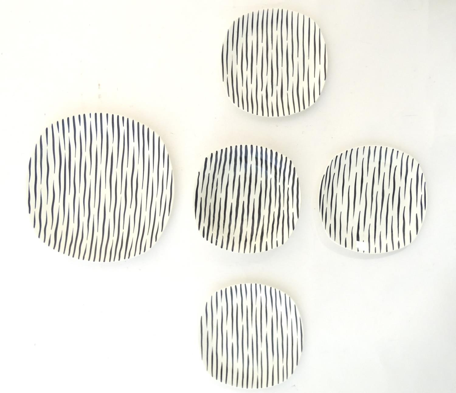 A quantity of retro Midwinter dinner wares in the pattern Zambesi, comprising plates, serving - Image 10 of 12