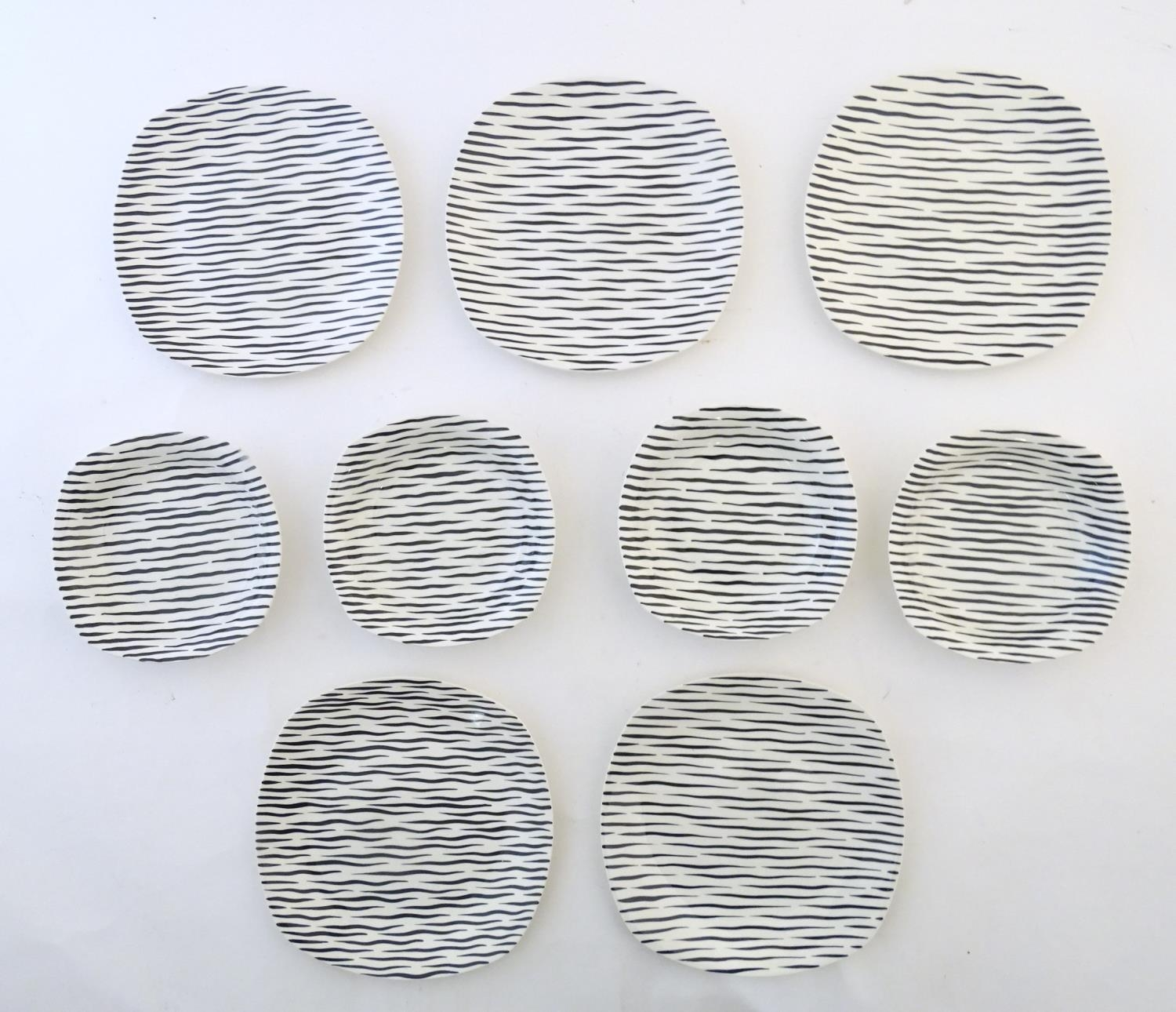 A quantity of retro Midwinter dinner wares in the pattern Zambesi, comprising plates, serving - Image 4 of 12