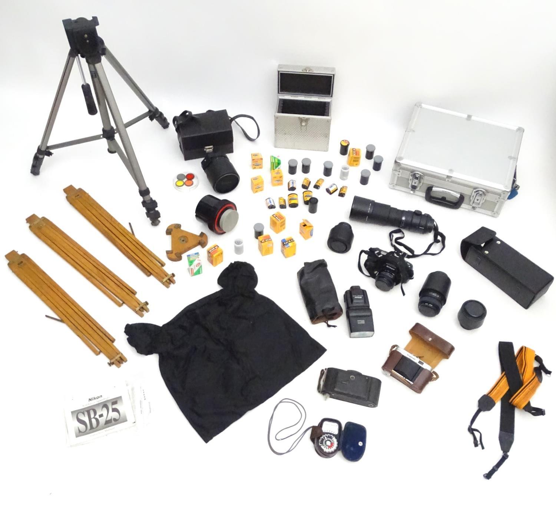 A quantity of 20thC cameras and photographic equipment, comprising: Voigtlander Bessa, Voigtlander - Image 6 of 22