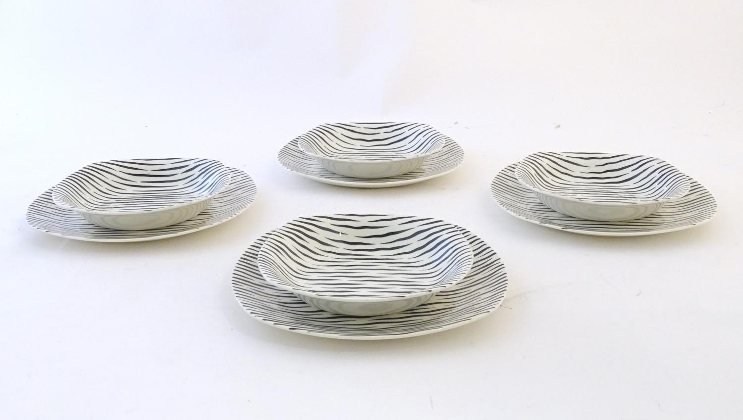 A quantity of retro Midwinter dinner wares in the pattern Zambesi, comprising plates, serving - Image 3 of 12