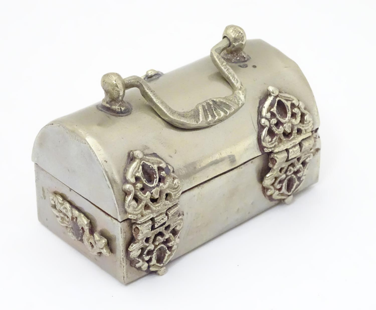 Three silver plate items comprising a coin holder, small box of casket form and an oversized thimble - Image 5 of 10