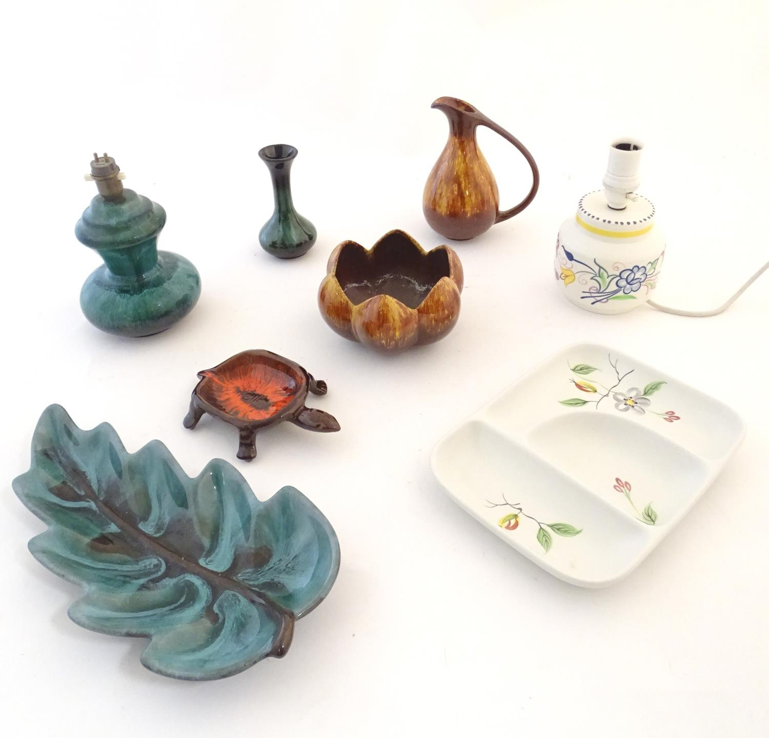 A quantity of vintage Canadian Blue Mountain Pottery wares comprising a lotus shaped bowl, a ewer, a - Image 3 of 20