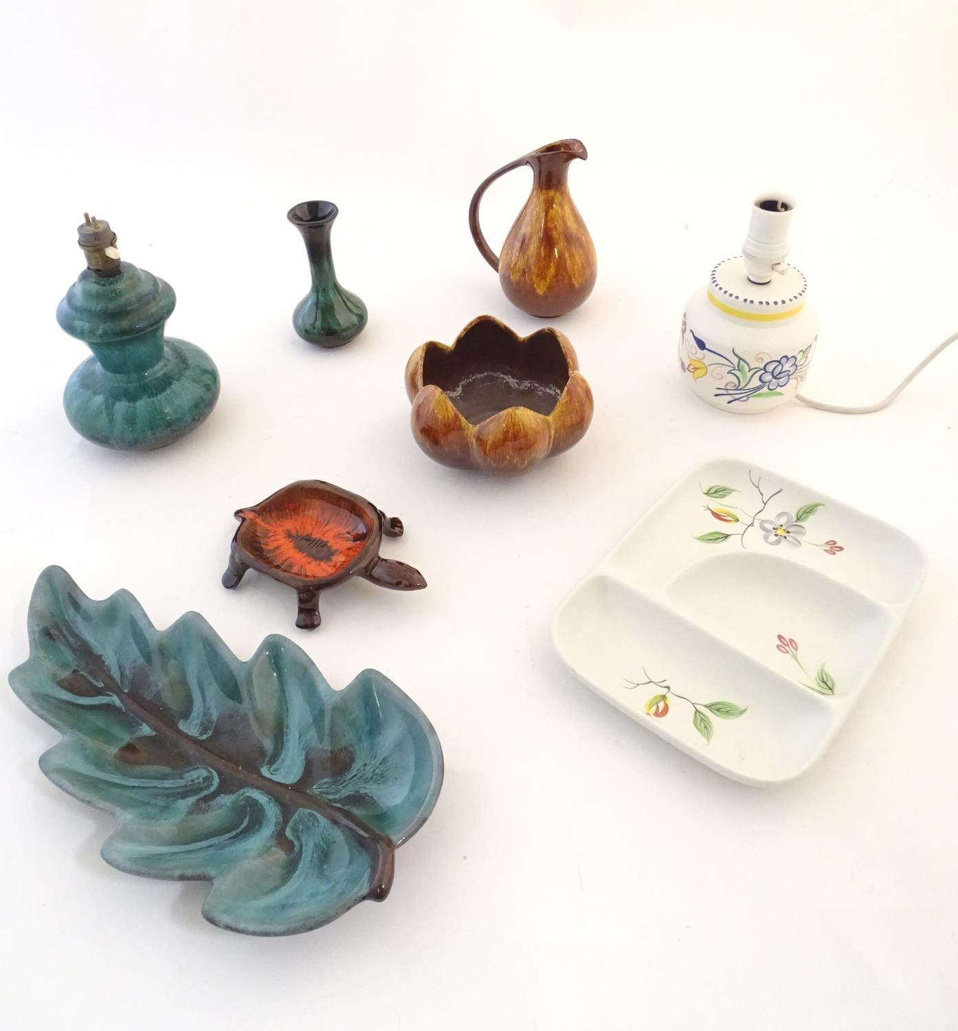 A quantity of vintage Canadian Blue Mountain Pottery wares comprising a lotus shaped bowl, a ewer, a - Image 4 of 20