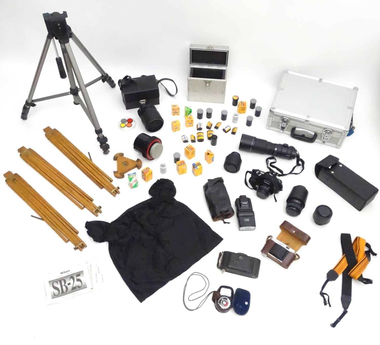 A quantity of 20thC cameras and photographic equipment, comprising: Voigtlander Bessa, Voigtlander - Image 5 of 22