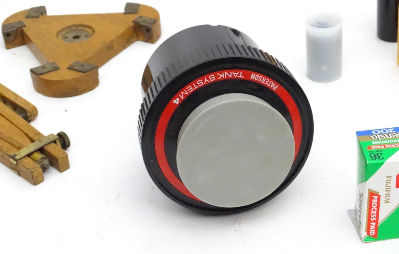 A quantity of 20thC cameras and photographic equipment, comprising: Voigtlander Bessa, Voigtlander - Image 21 of 22