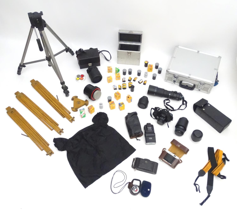 A quantity of 20thC cameras and photographic equipment, comprising: Voigtlander Bessa, Voigtlander - Image 2 of 22