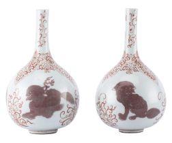 Paire de vases soliflores en porcelaine de Chine, époque Kangxi