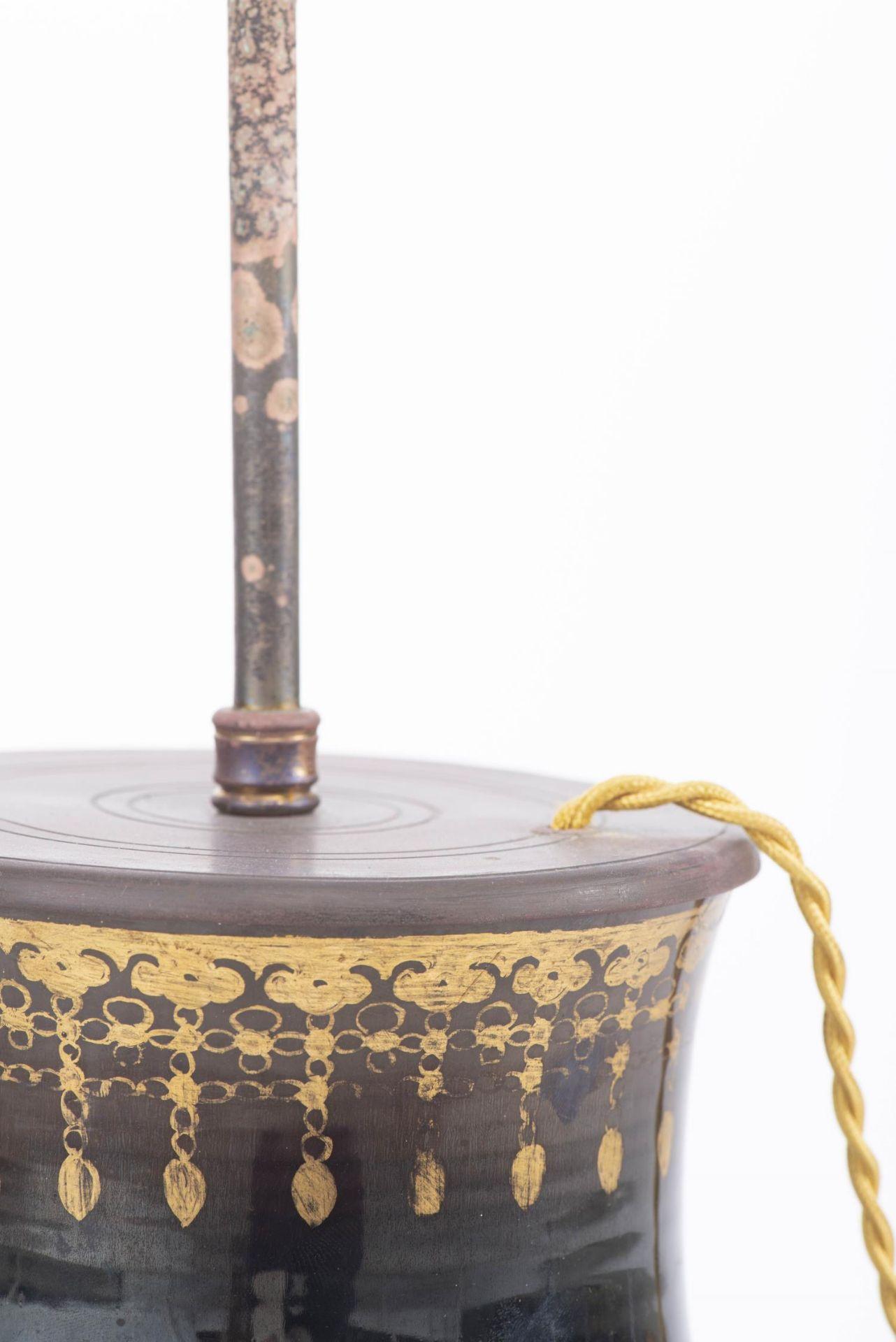 Lampe de table à pied en porcelaine de Chine - Image 11 of 20