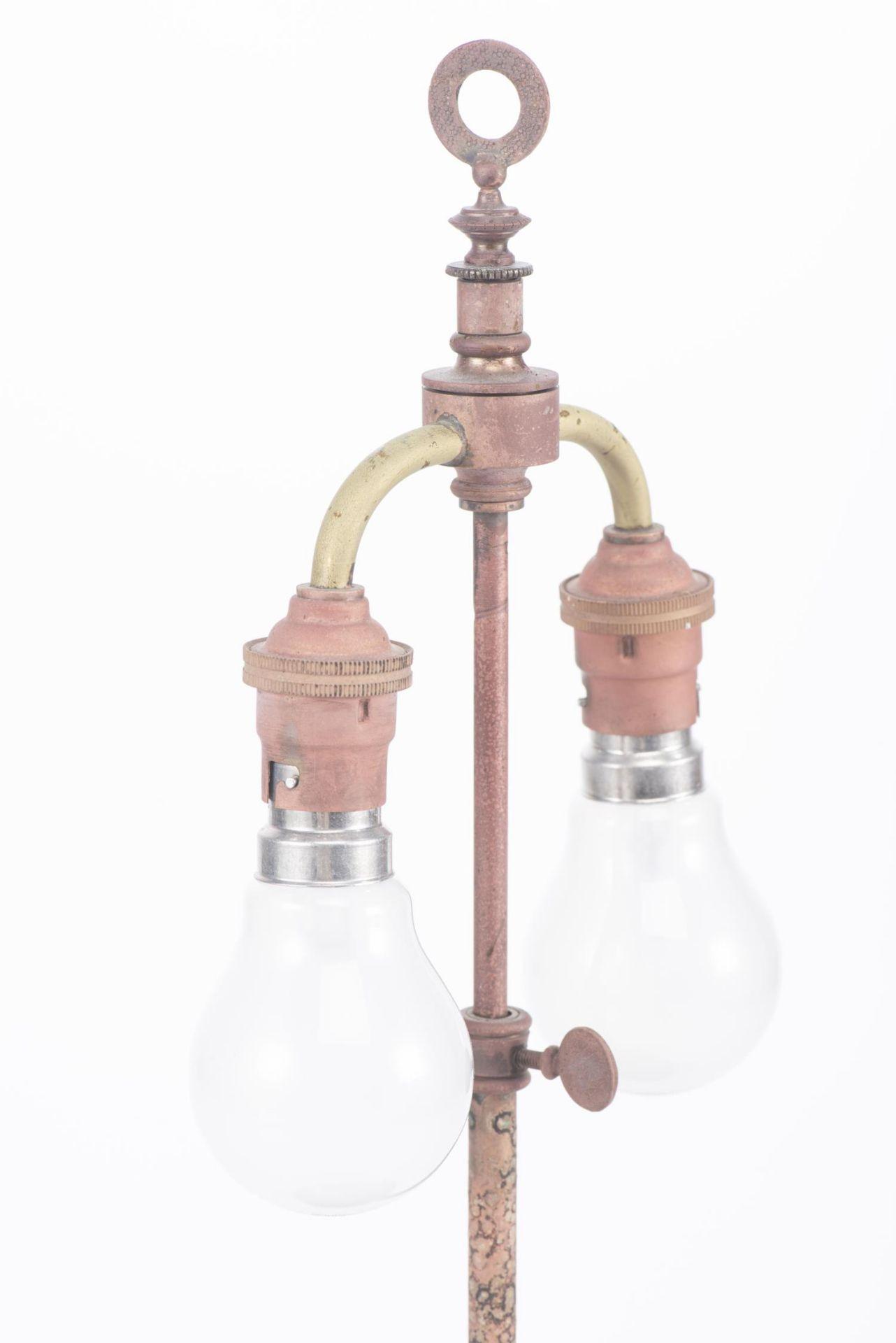 Lampe de table à pied en porcelaine de Chine - Image 13 of 20