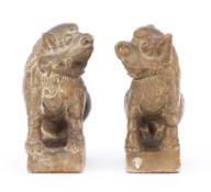 Deux chiens de Fo ou Shishi en marbre, époque QIng