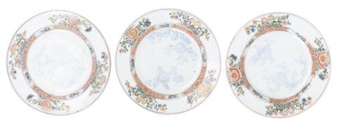 Cinq assiettes en porcelaine de Chine