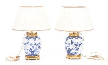 Paire de lampes en porcelaine de Chine, marque Kangxi