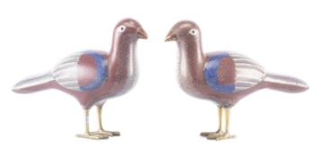Paire de colombes en rouge et blanc, cloisonné de Chine, XIXe
