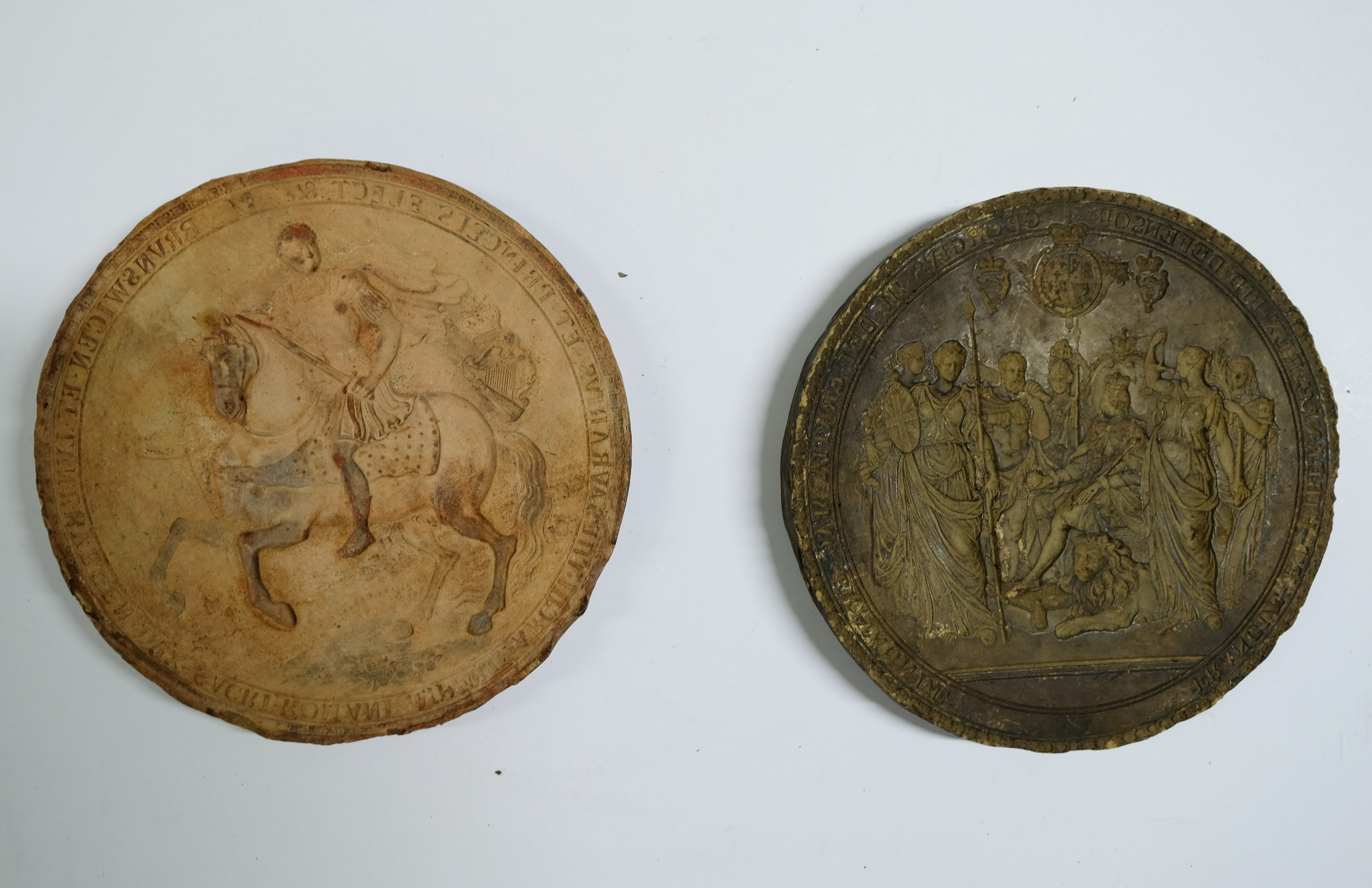 * Great Seal moulds. Plaster cast moulds of the Great Seal of George III, (reign 1760-1820) - Image 3 of 4
