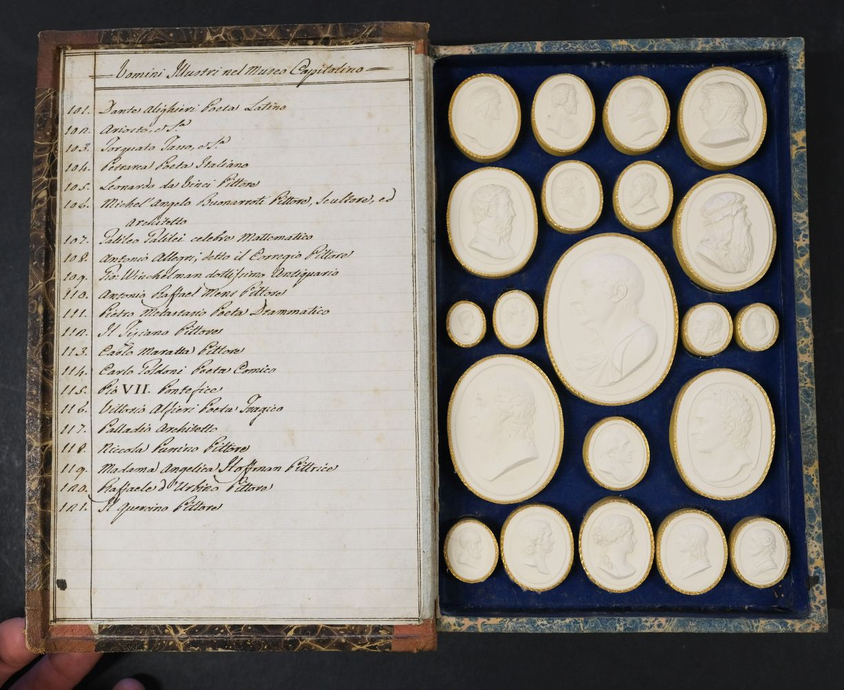 Paoletti (Bartolomeo and Pietro). A collection of 300 plaster cameos, 1820 - Image 15 of 16
