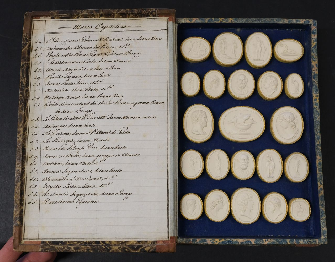 Paoletti (Bartolomeo and Pietro). A collection of 300 plaster cameos, 1820 - Image 13 of 16
