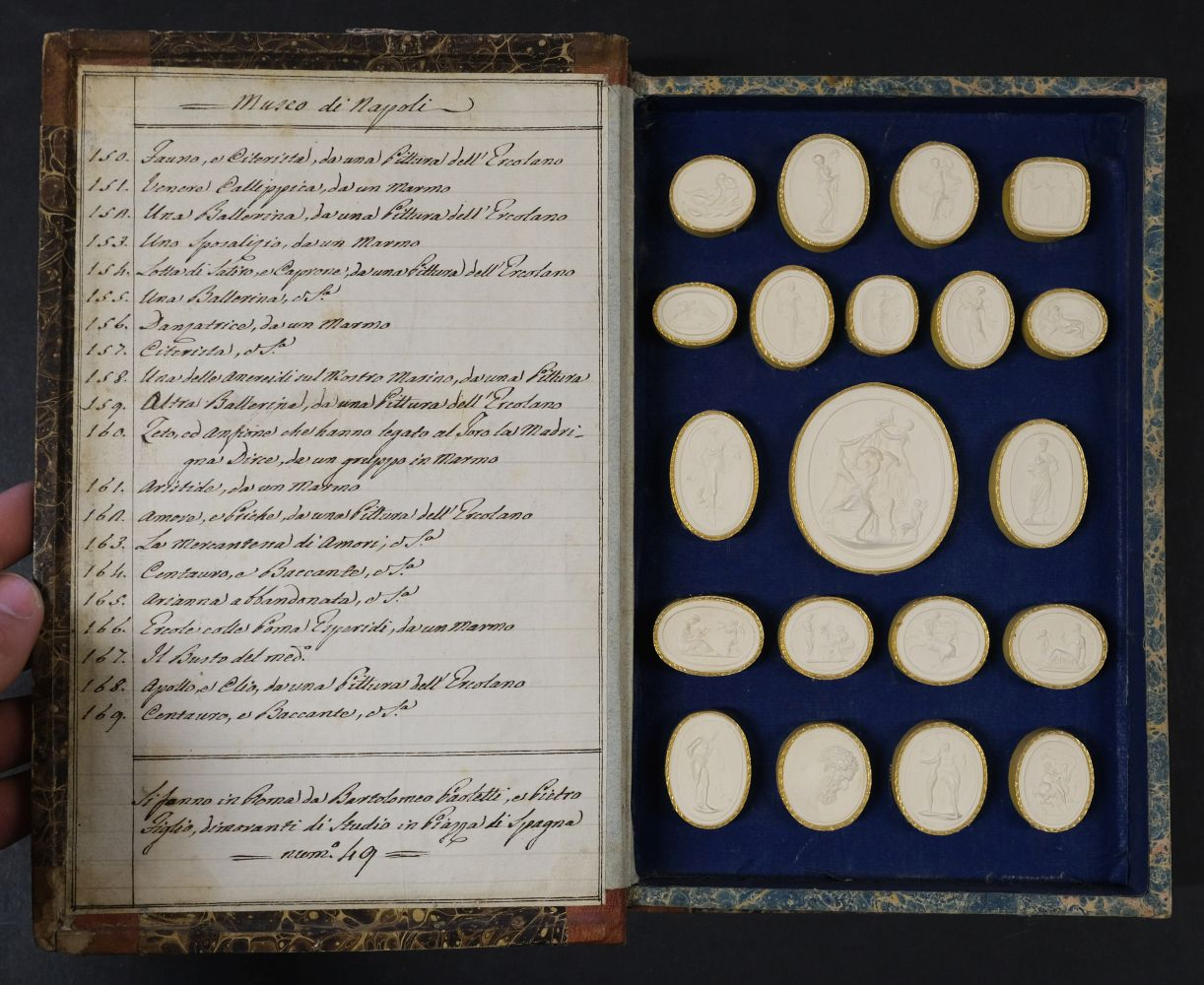 Paoletti (Bartolomeo and Pietro). A collection of 300 plaster cameos, 1820 - Image 10 of 16