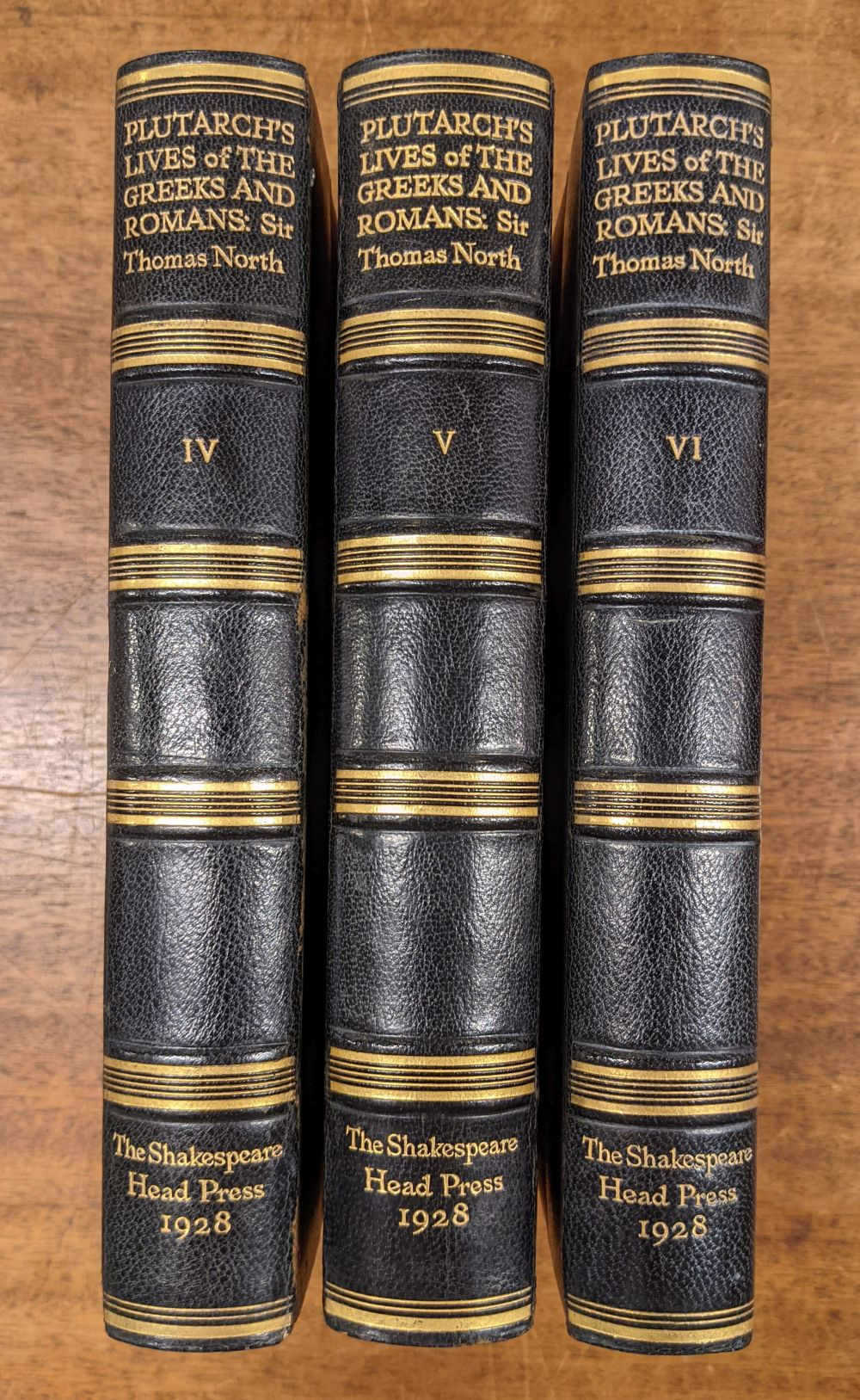 Shakespeare Head Press. Lives of the Noble Grecians and Romanes, 1928 - Image 6 of 13