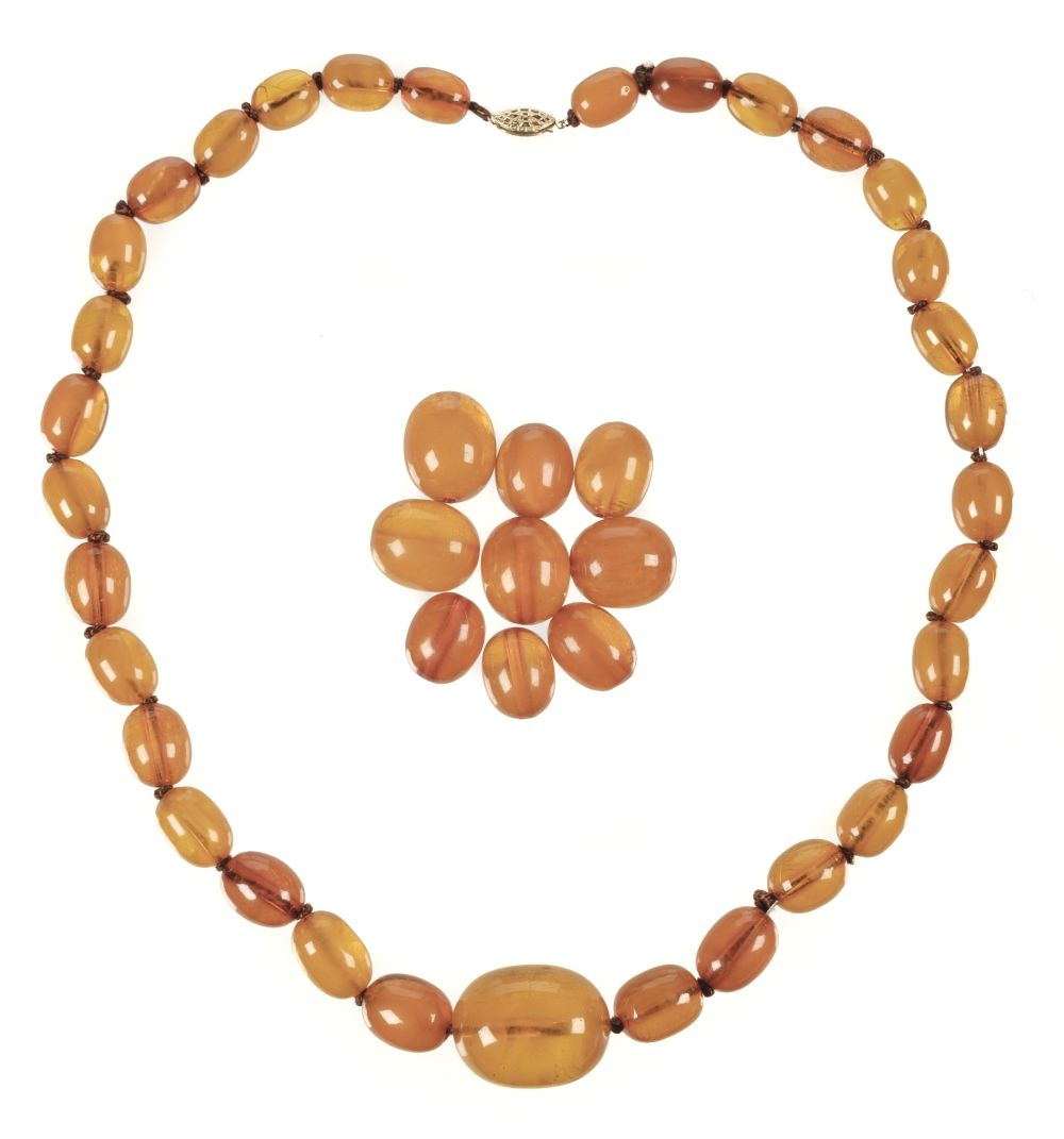 * Amber. Early 20th-century amber necklace