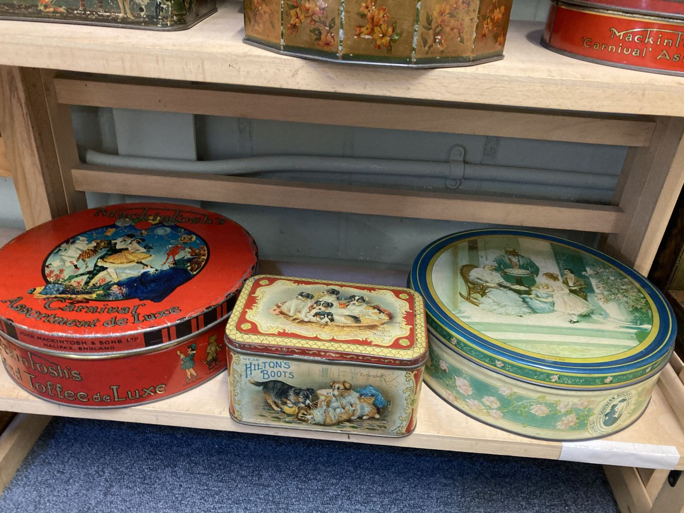 * Advertising Tins. Huntley & Palmers and others - Image 13 of 13