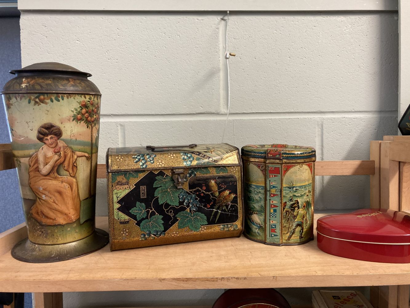 * Advertising Tins. Huntley & Palmers and others - Image 3 of 13