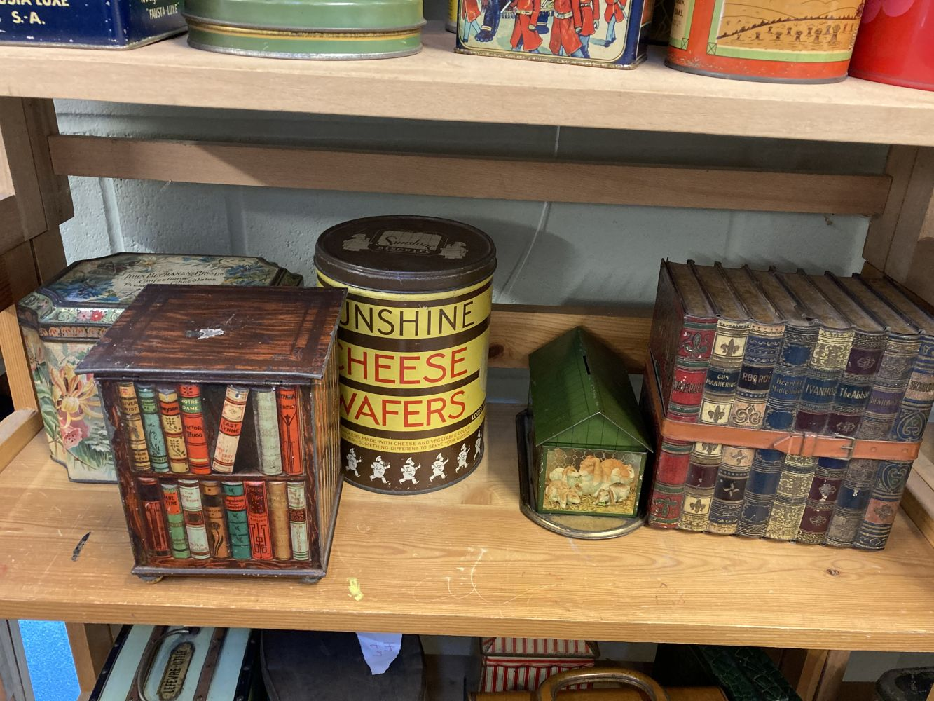 * Advertising Tins. Huntley & Palmers and others - Image 6 of 13