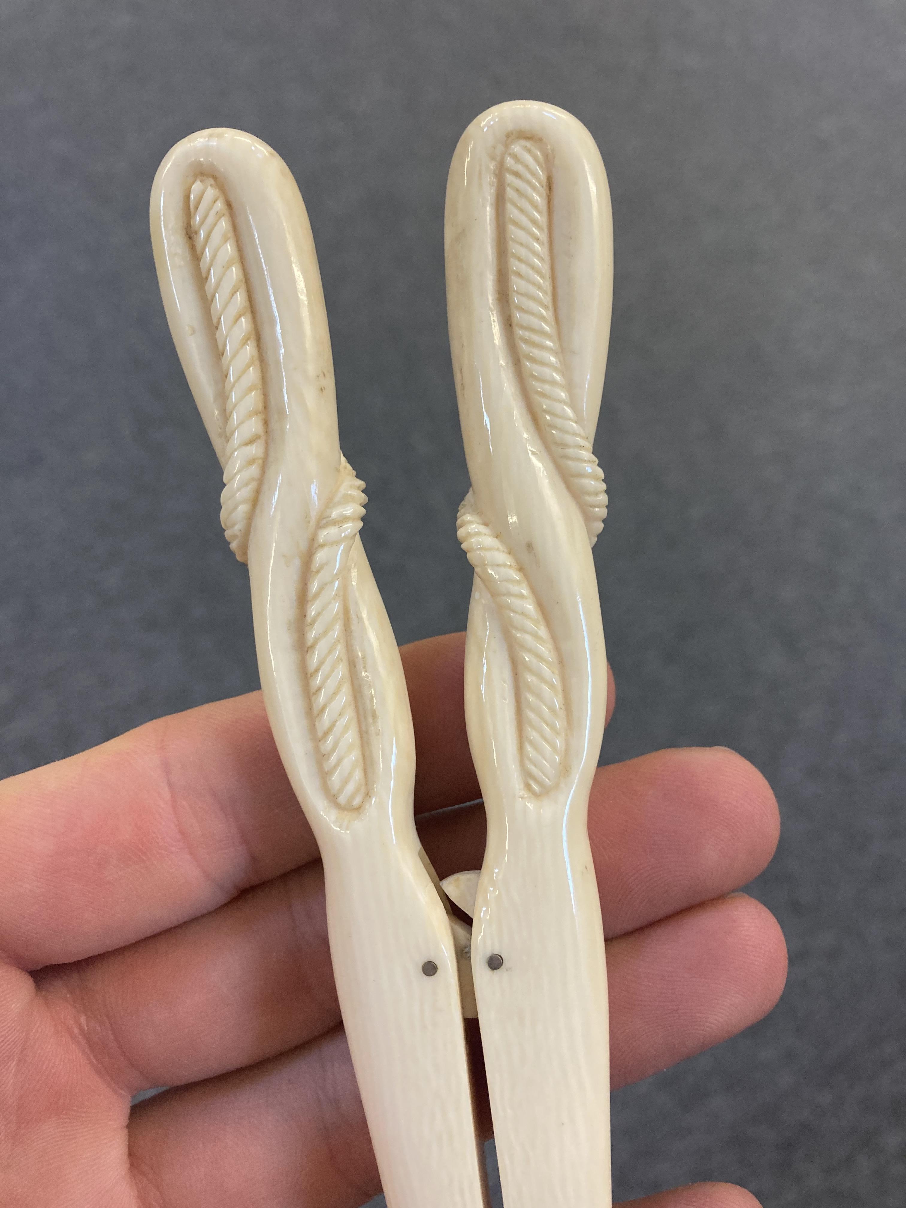 * Glove Stretchers, Victorian ivory glove stretchers - Image 3 of 10