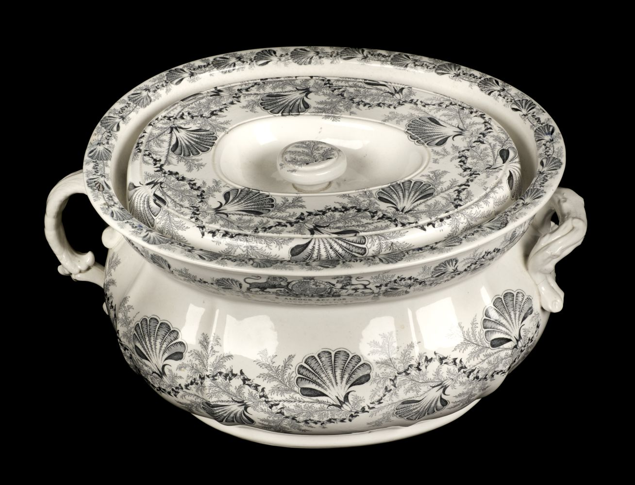 * Chamber Pot. Victorian pottery chamber pot and cover
