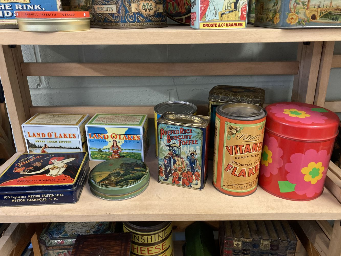 * Advertising Tins. Huntley & Palmers and others - Image 5 of 13