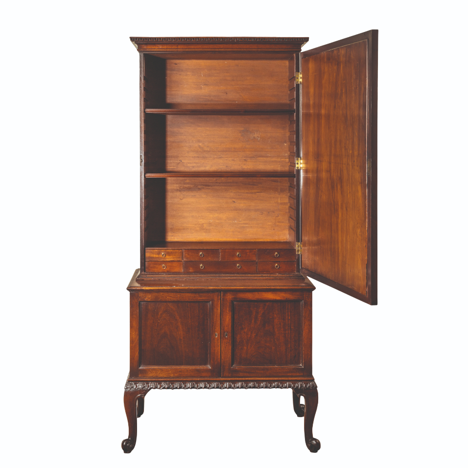 A GEORGE II MAHOGANY LIBRARY CABINET - Image 2 of 5