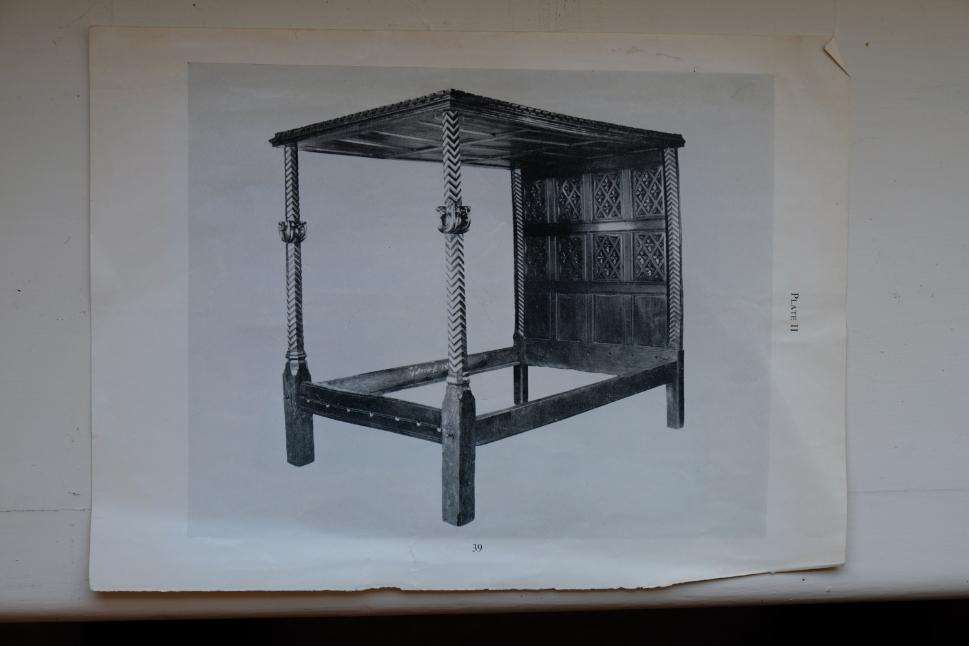 AN IMPORTANT HENRY VIII OAK BEDSTEAD, - Image 3 of 5