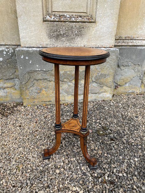 A VICTORIAN MAPLE AND CROSSBANDED LAMP TABLE, BY GREGORY & CO., - Image 3 of 3