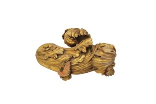 A FOLIATE CARVED AND GILT PINE CURTAIN POLE FINIAL, PROBABLY BY GILLOWS,