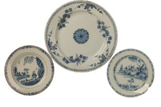 AN ENGLISH DELFTWARE CHARGER