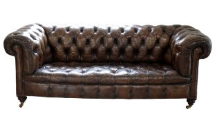 A 19TH CENTURY LEATHER UPHOLSTERED CHESTERFIELD SETTEE
