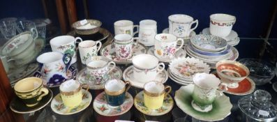 A COLLECTION OF DECORATIVE CUPS, SAUCERS AND PLATES