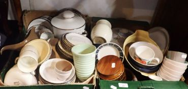 A COLLECTION OF DINNER AND TEAWARES INCLUDING POOLE, MIDWINTER