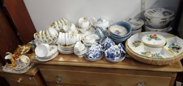 A COLLECTION OF TEA WARE