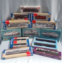 A COLLECTION OF HO SCALE WALTHERS 'CANADIAN PACIFIC' MODEL RAILWAY BOXED0